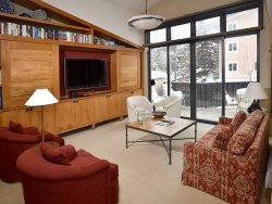 Vail Village Three Bedroom With Mountain Views