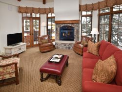 Austra Haus Club: Fully-Serviced Vail Village Penthouse