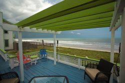 ArtSea Beach Cottage      Quaint Oceanfront Beach Home
