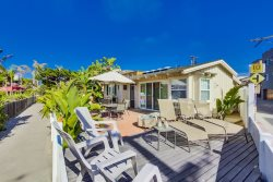 Avalon Beach House - 4 bedroom home in South Mission Beach