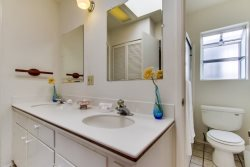 1st bathroom features dual vanities for optimal space - South Mission Beach, San Diego Vacation Home