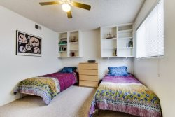 2 twin beds - South Mission Beach, San Diego Vacation Home