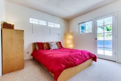 Queen Bed with access to patio deck - South Mission Beach, San Diego Vacation Home