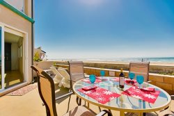 Ocean Front Pacific Beach Vacation Rental - Outdoor Patio Dining for 4