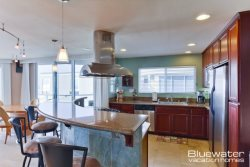 Mission Beach Vacation Rental - UpstairsUpstairs kitchen and breakfast bar