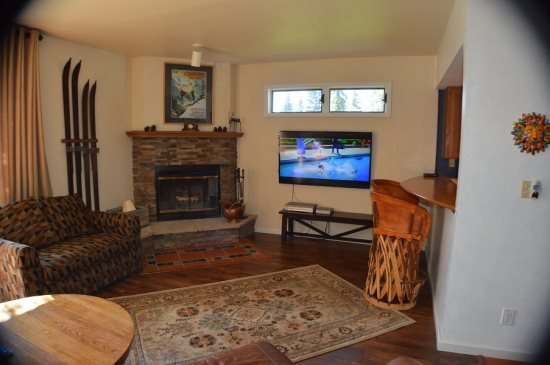 This spacious greatroom offers a very comfortable leather couch, views  the Winenuche Wilderness and Flatscreen TV and ...