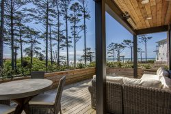 Bella Vita with carriage house - Oceanfront