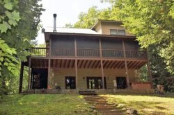 RISING TROUT LODGE- 2 BEDROOM 2 BATH CABIN ON FIGHTING TOWN CREEK (A TROPHY TROUT STREAM), SLEEPS 8, HOT TUB, WOOD BURNING FIREPLACE, FIRE PIT, PET FRIENDLY, GAME ROOM, WIFI, STARTING AT $125 A NIGHT!