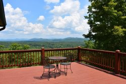 TREE TOPS- *MILLION DOLLAR VIEW*BEAUTIFUL 3 BEDROOM 3 BATH LUXURY CABIN WITH A 3 STATE MOUNTAIN VIEW, SLEEPS 8, HOT TUB, WIFI, WOOD BURNING FIREPLACE, POOL TABLE WITH PING PONG OVERLAY, WET BAR, CARD TABLE, STARTING AT $195 A NIGHT!