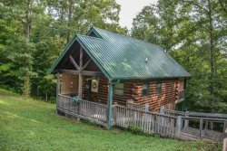 WHERE THE MAP ENDS- 2 BEDROOM/2.5 BATH PRIVATE CABIN! SLEEPS 4, WOOD BURNING FIREPLACE, WOODED VIEWS, PET FRIENDLY,