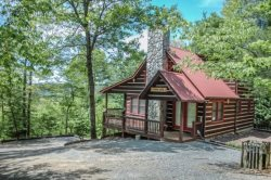 THE LONG VIEW- SECLUDED WITH  BREATHTAKING MOUNTAIN VIEWS ,WiFi , AIR HOCKEY, FOOSBALL, LARGE PRIVATE HOT TUB, WOOD BURNING FIREPLACE, FIRE PIT, SCREENED PORCH OFF MASTER, SLEEPS 6, STARTING AT $127/NIGHT!