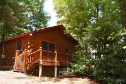 ROCKY LODGE- 2BR/1BA, AWESOME MOUNTAIN VIEW, PRIVATE HOT TUB WITH ROMANTIC LIGHTING, WIFI,  UPSCALE FURNISHINGS, GAS GRILL, WOODBURNING FIREPLACE, CLOSE TO BENTON MACKAY TRAIL AND TWO LAKES WHERE FISHING IS ALLOWED, SLEEPS 6, STARTING AT $99/NIGHT!
