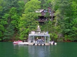 LAKESIDE LODGE- 3BR/3.5BA- CABIN ON LAKE BLUE RIDGE, SLEEPS 9, NEXT DOOR TO LAKE HIDEAWAY, BEAUTIFUL MOUNTAIN VIEW, DOUBLE DECKER DOCK, HOT TUB, WIFI, PET FRIENDLY, SAT TV, GAS LOG FIREPLACE, AND DEEP WATER! STARTING AT $250 PER NIGHT!
