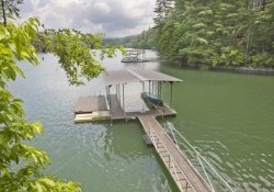 LAKE HIDEAWAY- 4BR/3BA- LAKE CABIN WITH MOUNTAIN VIEW SLEEPS 12, LOCATED NEXT DOOR TO LAKESIDE LODGE, PRIVATE DOCK, CHARCOAL GRILL, PING PONG, PET FRIENDLY, HOT TUB, SAT TV, FIRE PIT, WOOD BURNING FIREPLACE! STARTING AT $250/NIGHT!