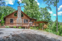 BARE-N-THE-WOODS- 2BR/2.5 BA- TRUE LOG CABIN WITH AWESOME VIEWS OF LAKE BLUE RIDGE AND THE BLUE RIDGE MOUNTAINS, WiFi, GAS AND CHARCOAL GRILLS, HOT TUB, SHUFFLEBOARD, POOL TABLE, PING PONG, FOOSBALL, AND A SCREENED PORCH! STARTING AT $145 A NIGHT!