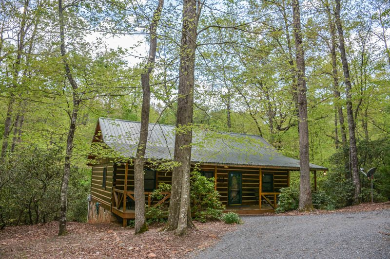 Laurel creek 2br 2ba private cabin sleeps 6 king beds for Cabin rentals near hiking trails
