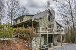 BLUEGRASS HOLLOW- 3BR/3BA- PRIVATE CABIN ON 5 ACRES SLEEPS 12, WIFI, JETTED TUB, GAMEROOM WITH POOL & FOOSBALL TABLES, PRIVATE HOT TUB, GAS LOG FIREPLACE, SCREENED PORCH WITH ROCKERS, PICNIC TABLE, GAS GRILL, AND A HAMMOCK! STARTING AT $150 A NIGHT!