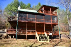 RIVER ESCAPE ON THE TOCCOA- 4 BR/3.5 BA, CABIN ON THE TOCCOA RIVER, RIVERSIDE DECK, WOODBURNING FIREPLACE, POOL TABLE, HOT TUB, CHARCOAL GRILL, STARTING AT $225/NIGHT!