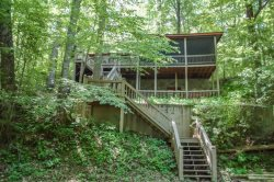 DEEPWATER LODGE- 4BR/2BA- CABIN ON LAKE BLUE RIDGE SLEEPS 8, PRIVATE DOCK, WOOD BURNING FIREPLACE, HOT TUB, POOL TABLE, AND A SCREENED PORCH! STARTING AT $185 A NIGHT!