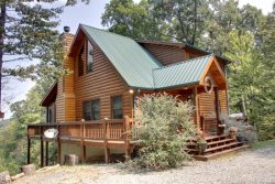 ABOVE IT ALL- 3BR/3BA- LUXURY CABIN WITH SPECTACULAR MOUNTAIN  VIEWS, SECLUDED, WOOD BURNING FIRE PLACE, WIFI, WET BAR, POOL TABLE, GAS GRILL, OUTDOOR FIREPLACE & HOT TUB ON SCREENED PORCH! STARTING AT $195 A NIGHT!