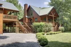 TOCCOA RIVER RESORT- BEAUTIFUL 4BR/3BA CABIN ON THE TOCCOA RIVER, SLEEPS 11, LUXURY CABIN, POOL TABLE, GAS LOG FIREPLACE, GAS GRILL, WIFI, PET FRIENDLY, STARTING AT $275/NIGHT!