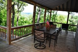 MOUNTAIN RIVERS LODGE- 4BR/4BA CABIN WITH A MOUNTAIN VIEW AND WITHIN WALKING DISTANCE OF THE TOCCOA RIVER, SUNROOM, POOL TABLE, HOT TUB, FIREPLACE, STARTING AT $225 A NIGHT!