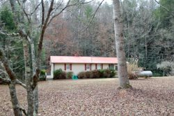 MURPHYS FISH CAMP- 2BR/1BA- RUSTIC FISH CAMP JUST FEET FROM MOUNTAIN TOWN CREEK, PRIVATE, SLEEPS 6, PET FRIENDLY WITH LARGE FENCED IN YARD, HOT TUB, FIRE PIT, CHARCOAL GRILL, WIFI! STARTING AT $125 A NIGHT!