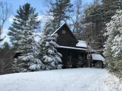 CLOUD VIEW-  5BR/3.5BA- LUXURY CABIN WITH A BREATHTAKING MOUNTAIN VIEW, 2 WOOD BURNING FIREPLACES & 1 GAS LOG FIREPLACE, HOT TUB, WIFI, FOOSBALL, AIR HOCKEY, PINBALL ARCADE GAME, POOL TABLE, SECLUDED, PAVED ACCESS, GAS GRILL! STARTING AT $400/night!