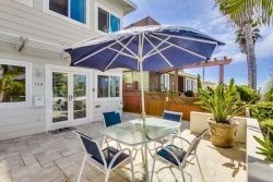 Don`s Law Street Lodgings: Lovely 2 bed/2bath condo with Ocean view patio, 5 houses from Ocean, Bikes, WiFi