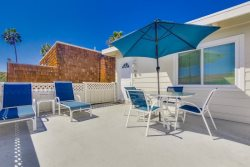Don`s Law Street Beach Loft: Large private balcony with BBQ