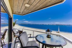 Joey`s Riviera Villa at Beautiful Mission/Sail Bay with Portable AC, Panoramic View, Balcony