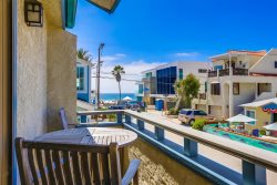 Gail`s Mission Beach Getaway: 200 steps to put your toes in the sand