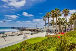 Crystal`s See the Sea Condo: On Boardwalk at Crystal Pier, Portable AC in bdrm, Hot Tub, Wifi, & Bikes