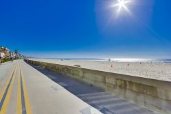 Pete`s Mission Beach Getaway: Just 200 steps and your toes are in the sand