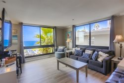 Kat`s Oceanfront Corner Condo: On the Boardwalk, Pool and Hot Tub
