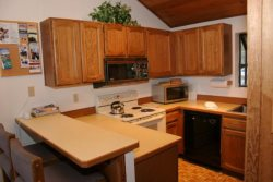 Mammoth Lakes Vacation Rental Woodlands 36 - Fully Equipped Kitchen