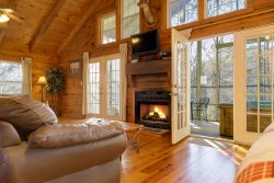 1 Bedroom Cabin Near Unicoi State Park - Great for Honeymooners!