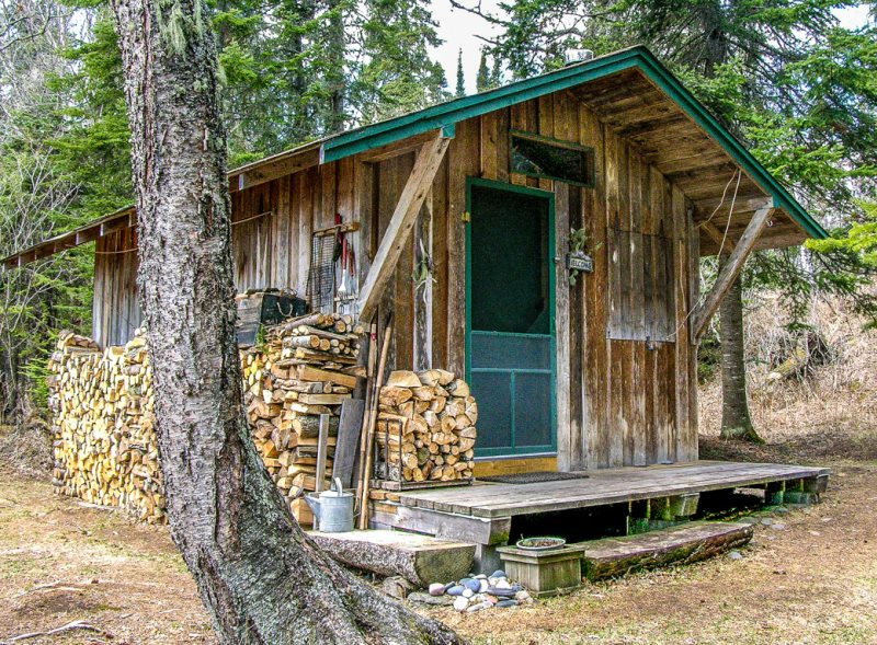 Rustic cabin finest rustic old log cabin royalty free for Southern wisconsin fishing resorts