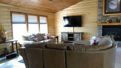 NEW LISTING: Garden Cabin on the Creek (Wi-Fi) - Being renovated too!