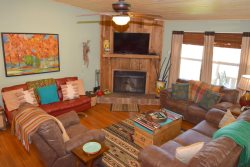 Dos Rios Retreat - In Town, On Pioneer Creek, Free WiFi, Satellite, Washer/Dryer, Wood Burning Fireplace, Newly Updated, Fire Pit