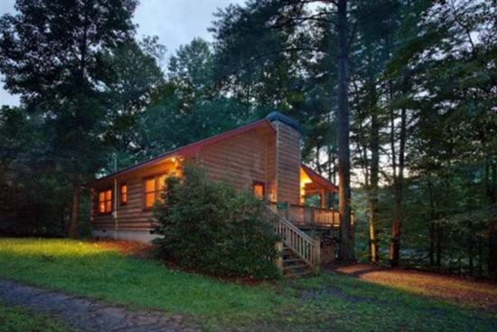 Lakeside cabin crystal lake for Compact cottages georgia