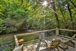 Riverfront Vacation Cabin in Ellijay Georgia