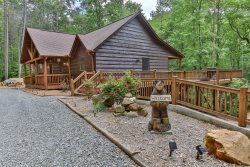 Private Creekside Rental Cabin in North Georgia