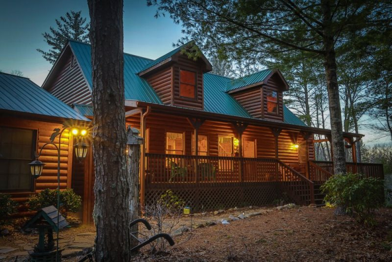 Mountain view rental cabin in north georgia bearadise lodge for 8 bedroom cabins in blue ridge ga