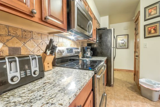 Fully Equipped Kitchen, Granite Countertops, New Appliances
