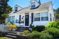 Elliott Way Cottage is a great 3 Bedroom 2 Bath Midtown Home close to Haystack Rock and Pet friendly!
