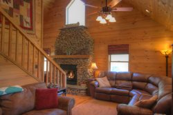 Pristine Cabin in Quiet Creekside Setting near Boone and Blowing Rock! Sleeps 9, Two King Master Suites, Cathedral Ceilings, Impressive River Rock Fireplace inside and Fire Pit Outside!