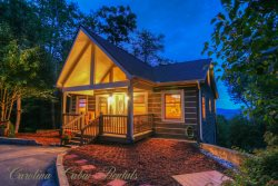 2BR/3BA Cabin on App Ski Mtn with Long-Range Views, Hot Tub, Game Room, Fire Pit - Near Blowing Rock and Boone