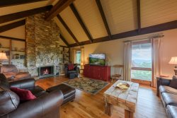 Sprawling 4BR Mtn Home, Long Range Views of Grandfather Mountain and Distant Ranges, Hot Tub, Fireplace, Near Snow Tubing and Skiing