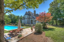 9,400 SF Mountain Retreat, 7BR/6.5BA, Sleeps 24, 4 King Suites, Close to Boone and Blowing Rock, 9`Pool Table, Hot Tub, 2 Fire Pits, Theater Room with 70 Inch Screen